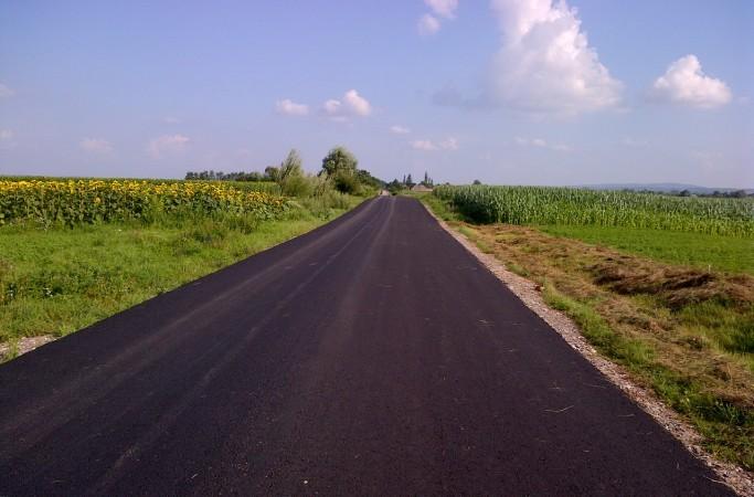 Aproape șapte noi kilometri de drumuri vor fi asfaltați în comuna Boroaia